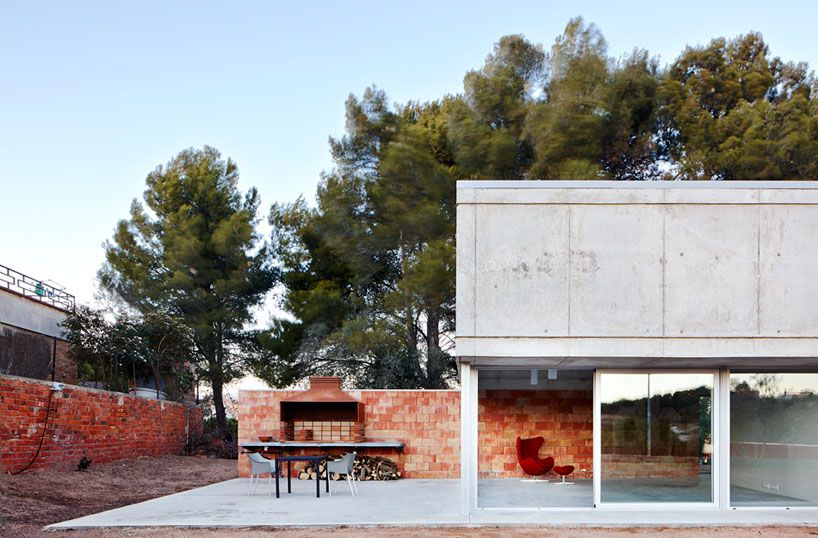 working within a limited budget of €76,000, pepe gascón arquitectura has completed 'barbacoa house', ('barbeque house'), a single family dwelling in catalonia, spain.
