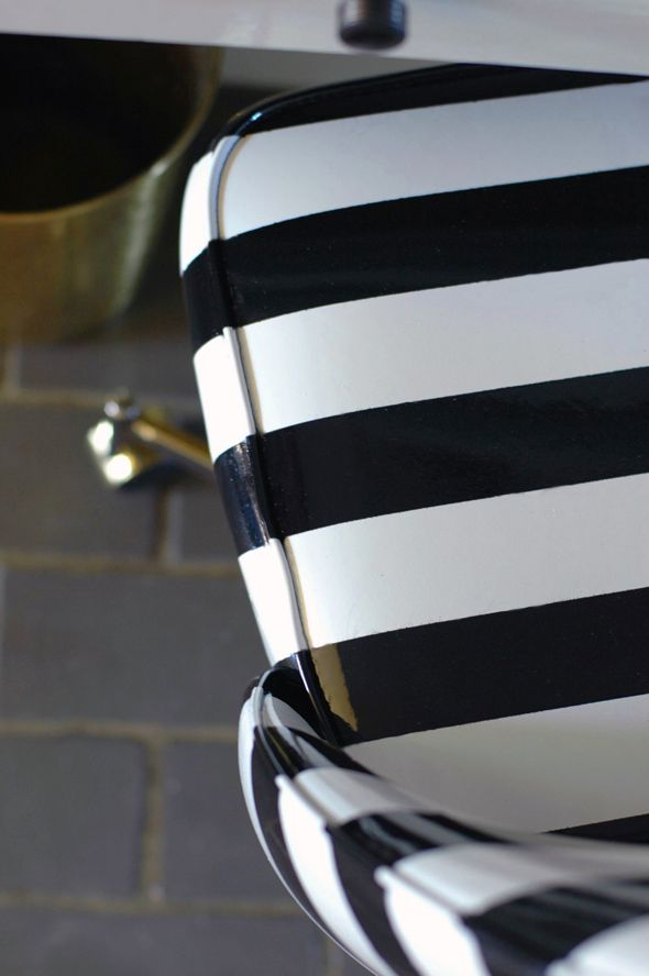 Perfect How To Spray Paint A Vinyl Chair Via @Jenny Komenda