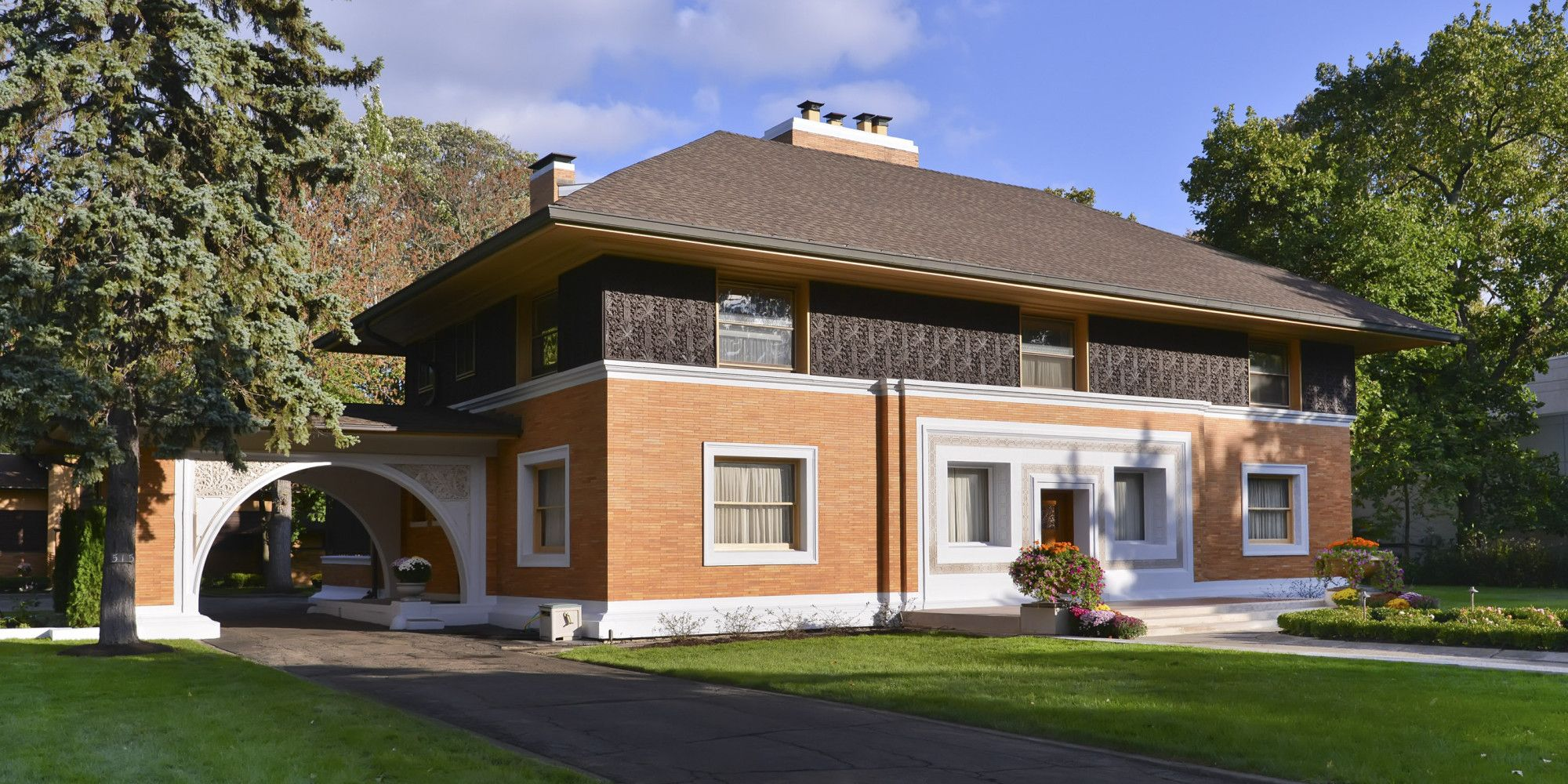 f l wright winslow house near chicago 1894 frank lloyd it was the first home legendary architect frank lloyd wright designed after quitting his job at his mentor louis sullivan s firm and going off on this ow