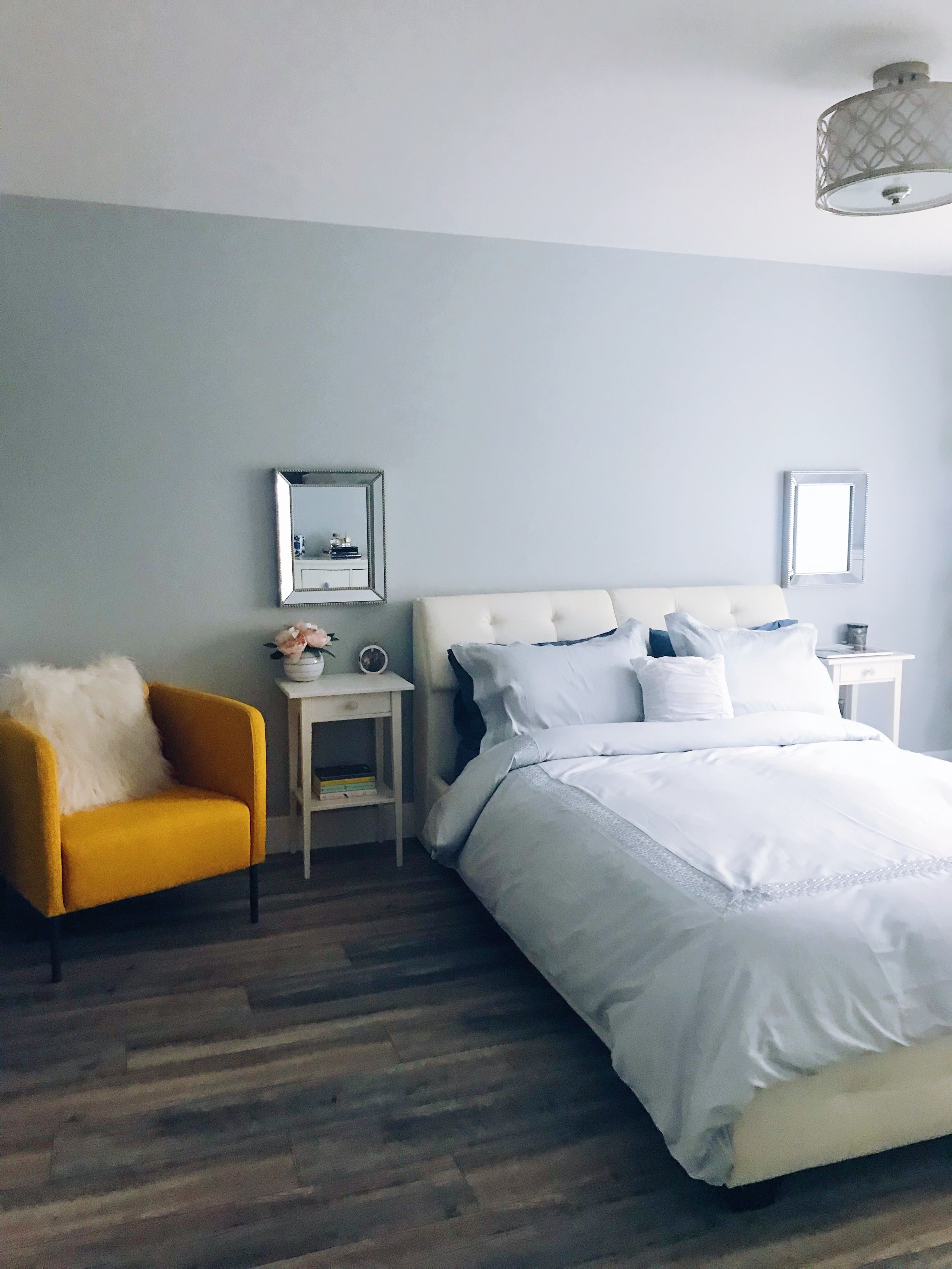 Simple and clean home decor master bedroom. Blogger ...