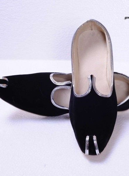 Black Handcrafted Velvet Mojdi | Black