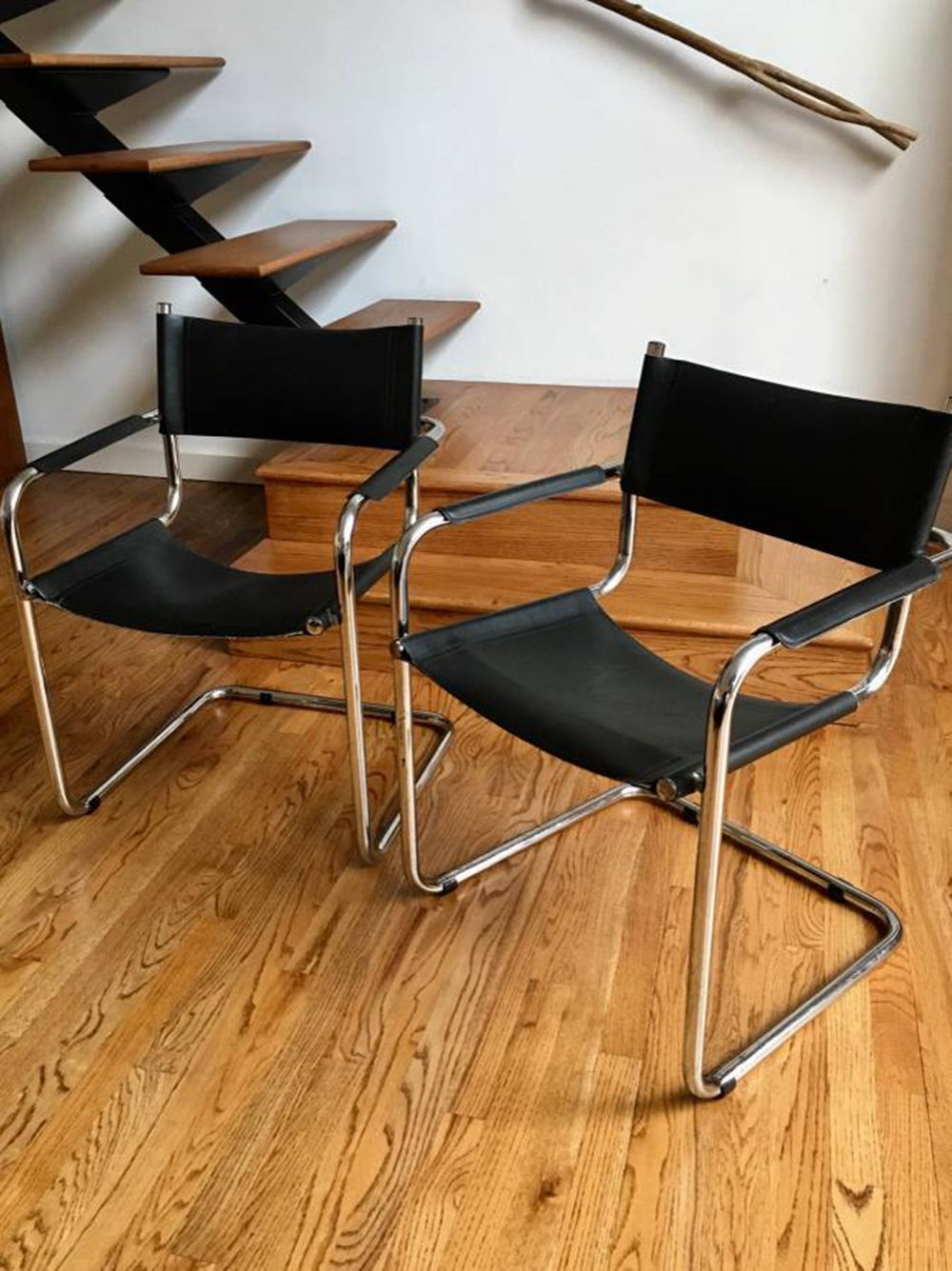 50 Bentwood Chairs 10 Stools Free Bookcases The Best Dallas Craigslist Finds Right Now Comfortable Dining Chairs Bentwood Chairs Decorating Small Spaces