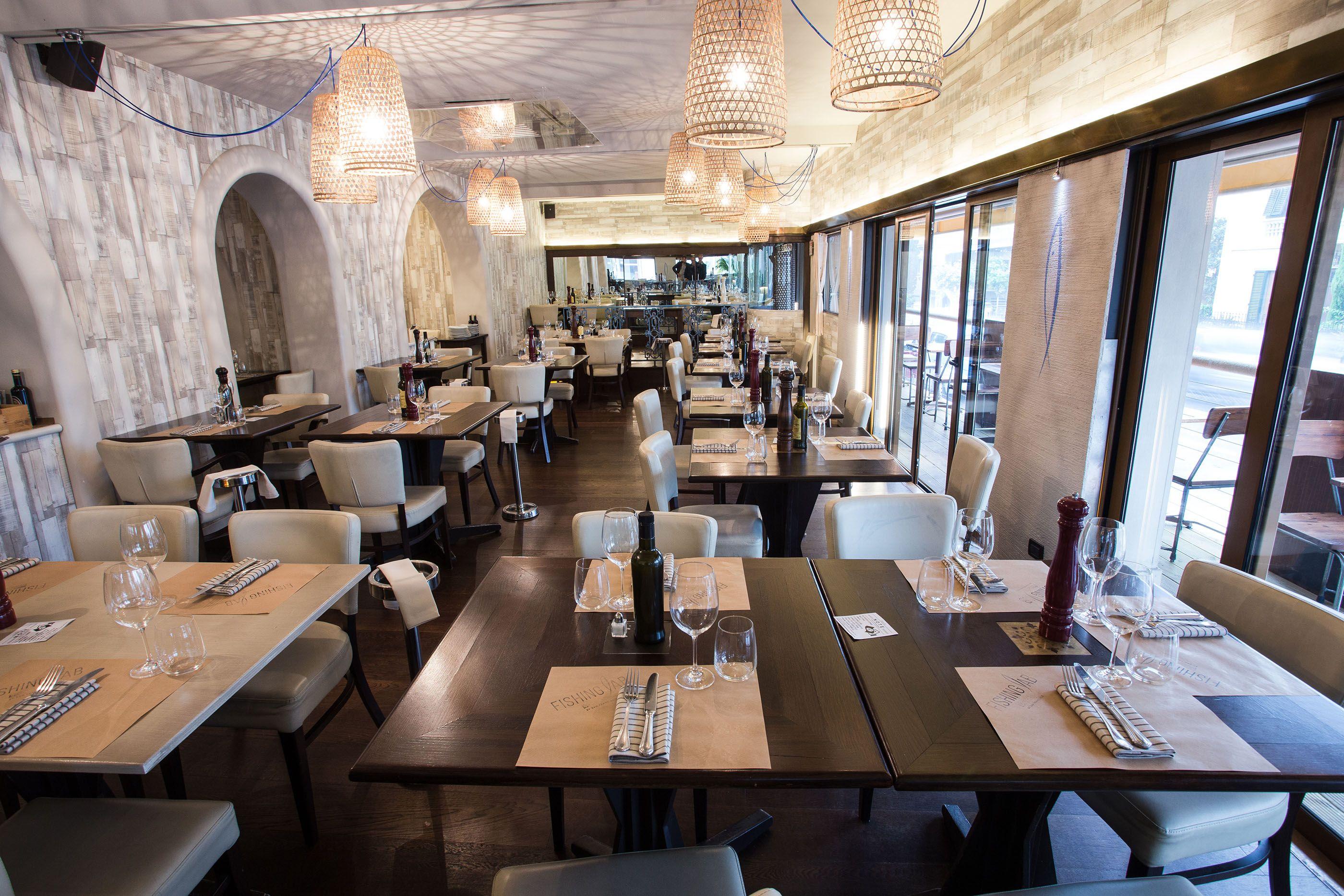 Interni interni salone tavoli ristorante montecatini for Interni salone