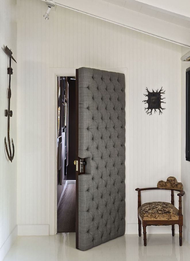 Will Kopelman, upholstered door, via AD, photo Lisa Romerein - futuristische buro einrichtung mit metall 3d wandpaneelen