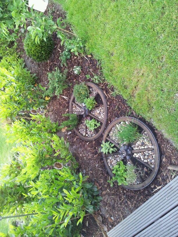 Altes Wagenrad als Kruterbeet  DIY Shabby  Pinterest  Garten bepflanzen Garten deko und