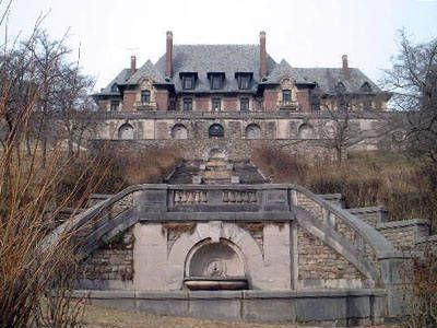 Blairsden Mansion : sold by the owner to the nuns of St. John the Baptist, it became a bloody mess. It's believed to be haunted.