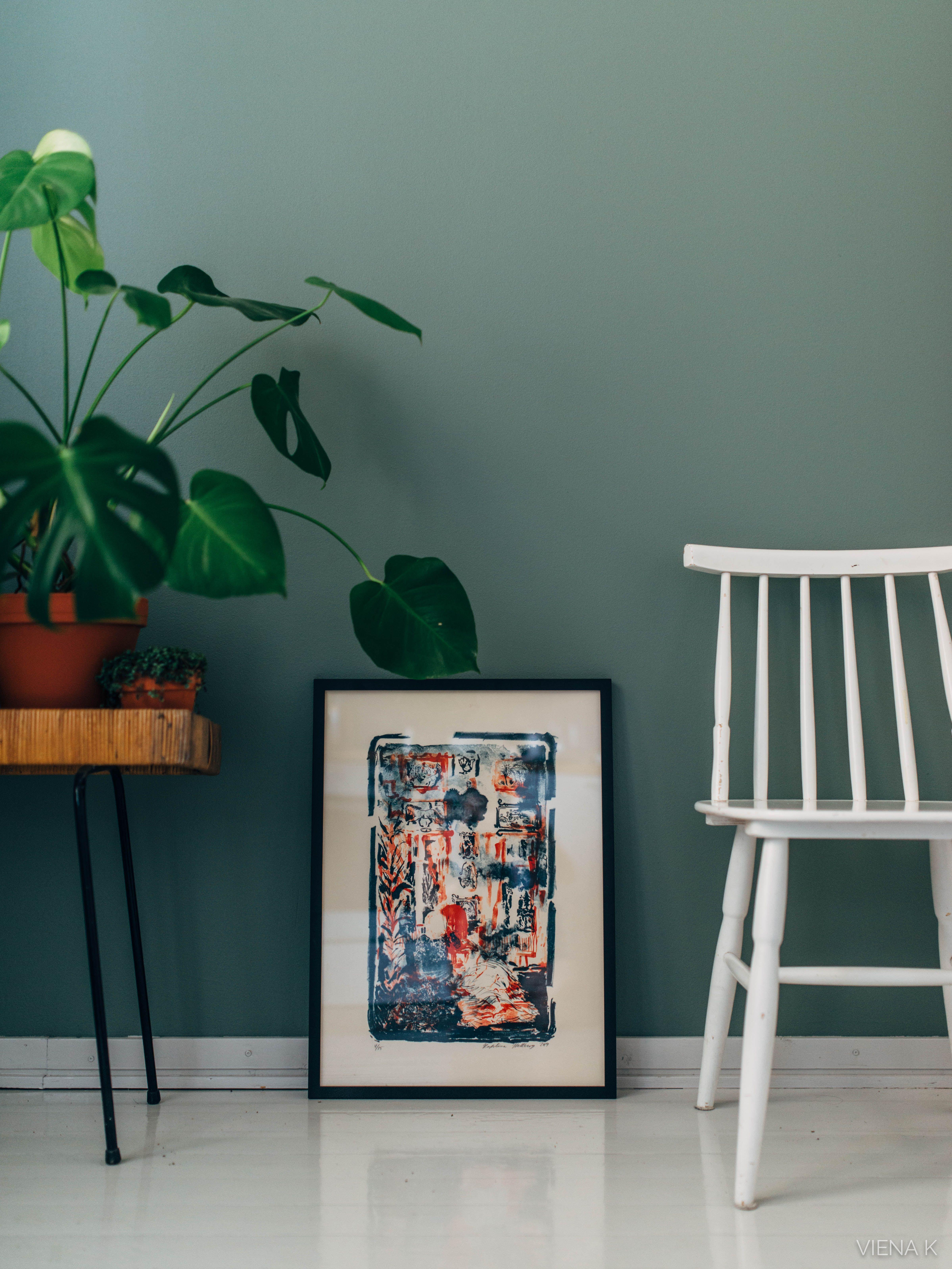 Keittiön uusi seinä ja pari diy-ideaa - toteutus Tikkurilan sävylupaus-mallin avulla. Sävyksi valikoitui Hazy-värikokoelman Nefriitti.