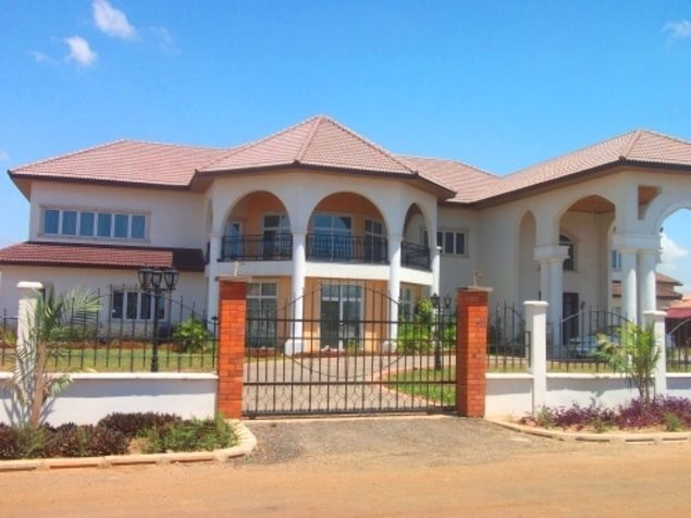 Mansion In Trasacco Valley Ghana Kerala House Design African House Bungalow House Design