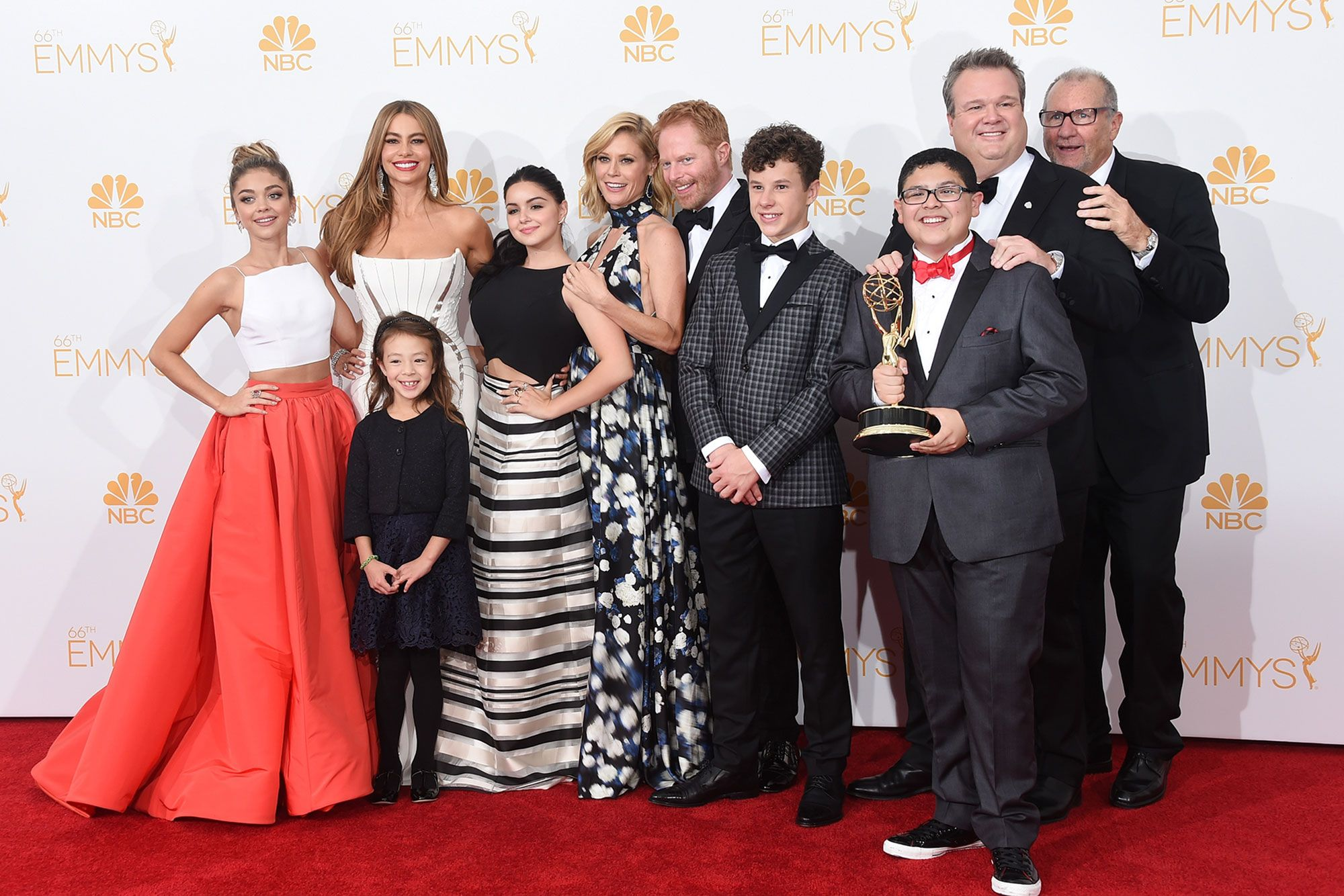Sarah Hyland S Modern Family Costars Wore Surgical Masks On Set To Help Her After Kidney Surgery Modern Family Cast Modern Family Actresses