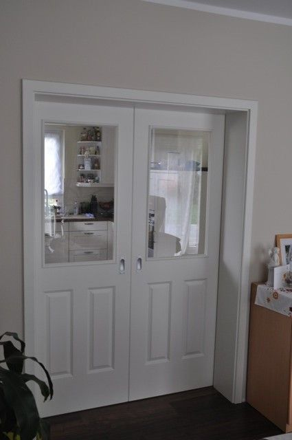 schiebet r zwischen k che und wohnzimmer blick vom wohnzimmer aus gesehen bei. Black Bedroom Furniture Sets. Home Design Ideas