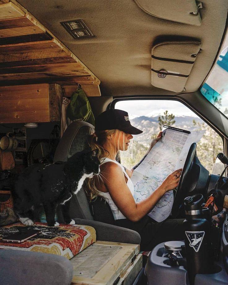 """ProjectVanlife 🚐 en Instagram: """"Todos los días son vacaciones 😏🗺 ¡Comenta en algún lugar donde viajarías en una autocaravana! 🌐 Únase a nosotros en nuestro Foro de la comunidad, enlace en bio 📍 Colorado 📷 por … """""""
