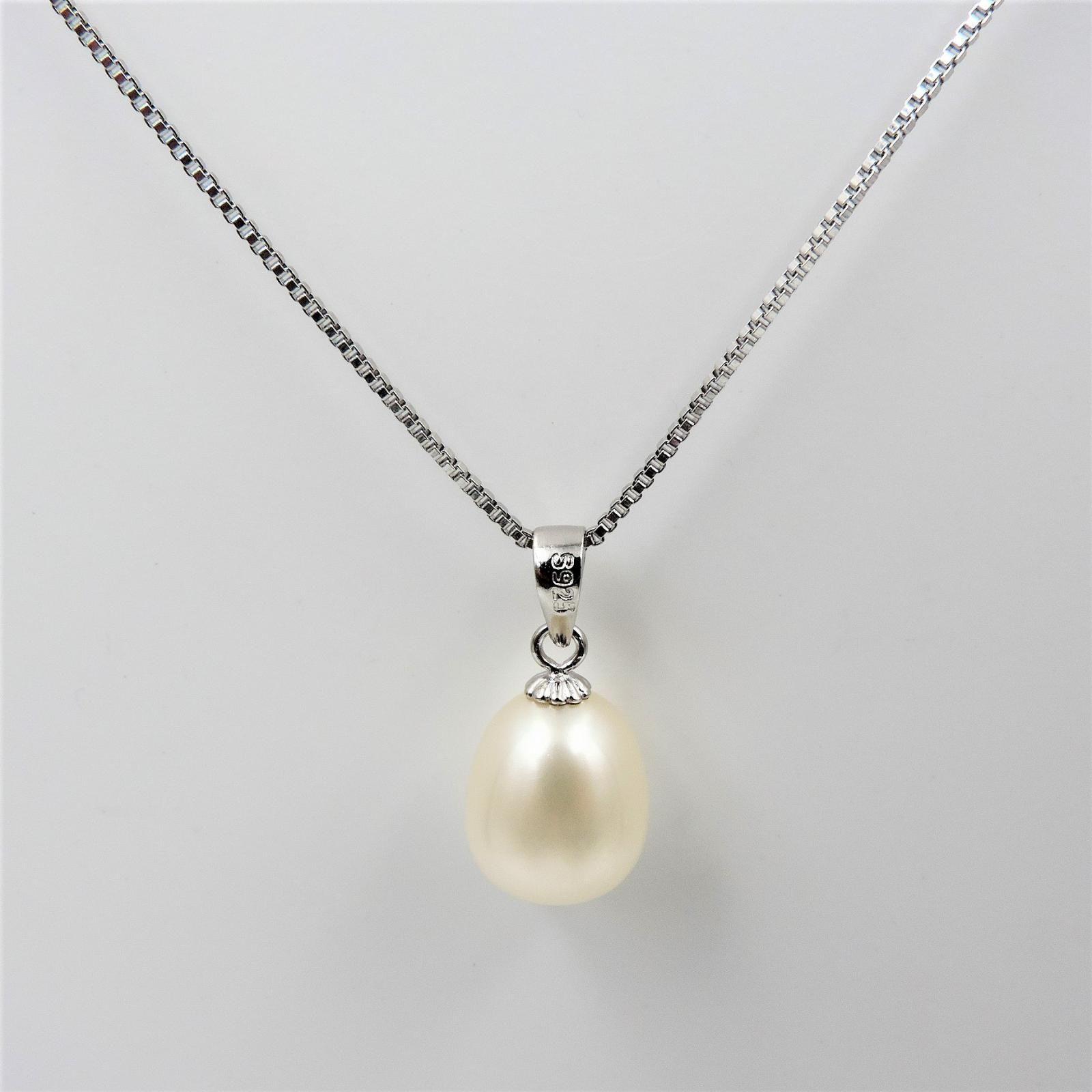 a602e6c8e2e8 Colgante de perla blanca de gota elegante y clásico. INCLUYE CADENA ...