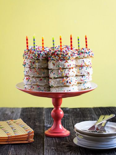 9 Deliciously Creative Birthday Cake Hacks Cake photos Doughnuts