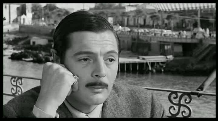 """Divorzio all'italiana di Pietro Germi 1961   """"Germi non mi voleva. Dopo """"La dolce vita"""" e """"Il bell' Antonio"""" mi credeva appunto un """"latin lover"""", uno di quei mondani che battevano via Veneto...Io invece mi feci delle fotografie con i capelli tutti stirati, poi tutti ricci, e le mandai a Germi:che alla fine si convinse."""" (M.Mastroianni: Mi ricordo, sì, io mi ricordo.)"""