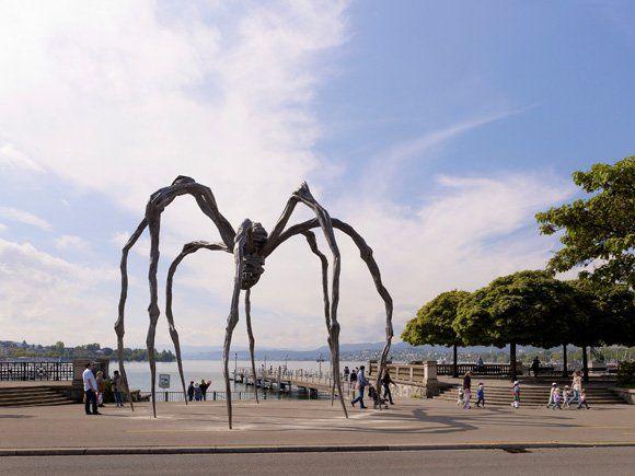Gigantic Spider in Zürich