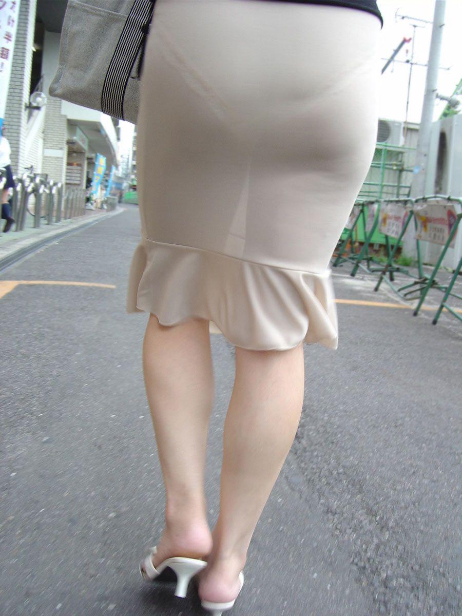 видно здергивание юбок