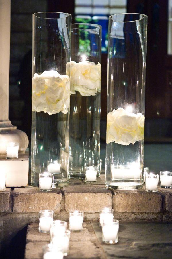 jarrones altos con ptalos y velas flotantes