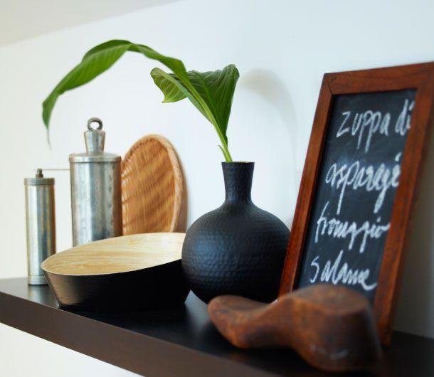 ikea sterreich inspiration k che lack wandregal in schwarzbraun mit vin ger schale bambus. Black Bedroom Furniture Sets. Home Design Ideas