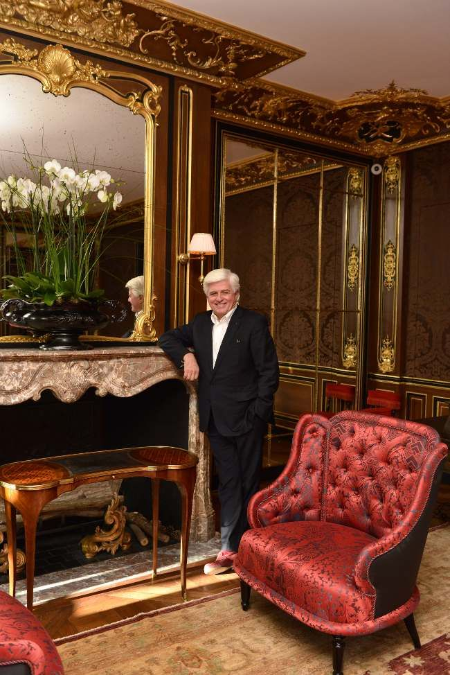 A La Reserve Dans Le Salon Louis Xv Mesa Cama Luxo