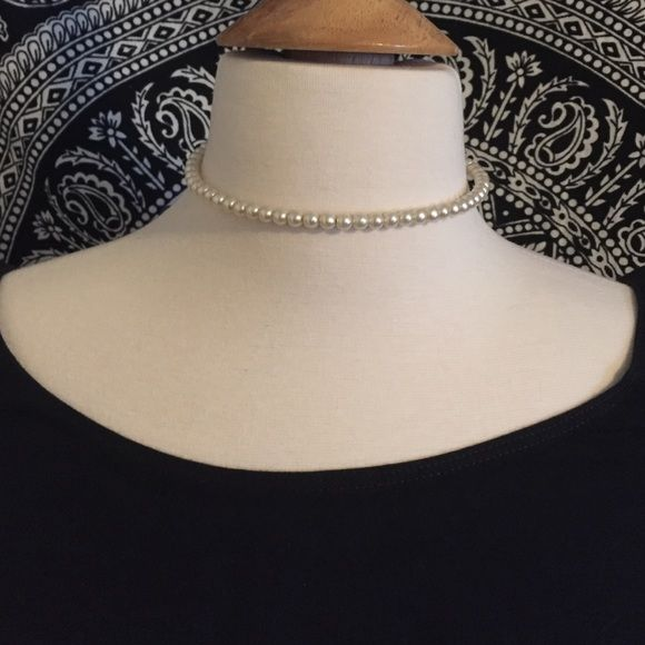 Faux Pearl Choker (H7) Faux pearl choker, perfect for an elegant touch to an outfit. The wire is a bit bent. Jewelry Necklaces
