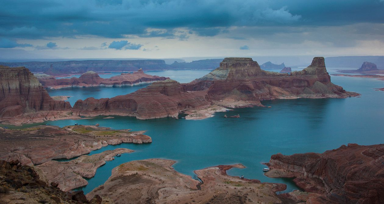 Lake powell is a paradise for boating houseboating for Canyon lake fishing spots