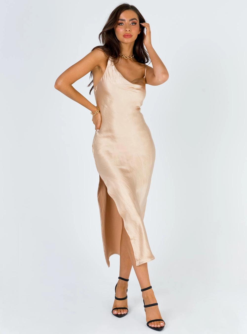 Zamora Maxi Dress In 2021 Stylish Maxi Dress Maxi Dress Maxi Dress Prom [ 1354 x 1000 Pixel ]