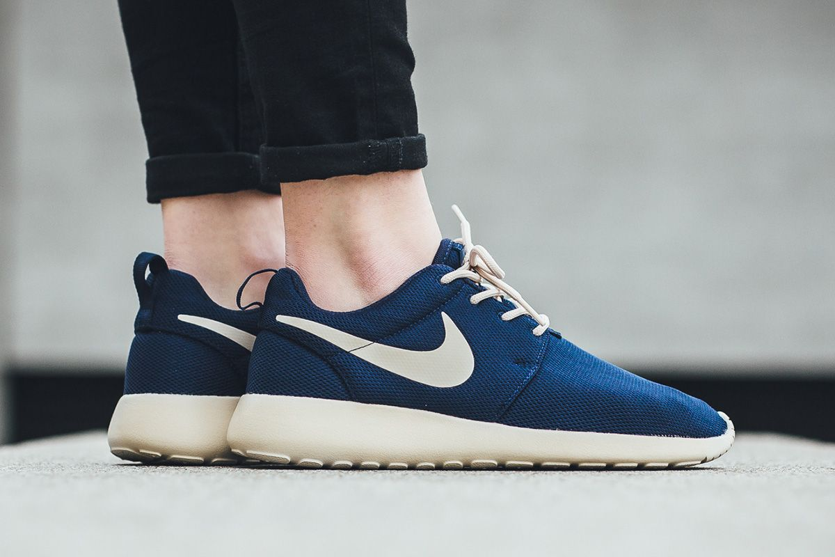 info for 1b039 a3404 Nike WMNS Roshe One