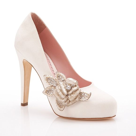 Pumps with beaded floral accent. Emmy.