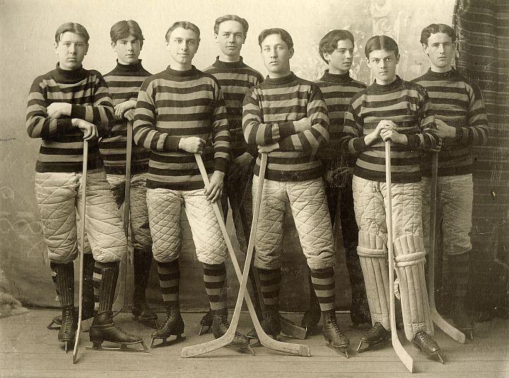 Mount Allison University Ice Hockey Team (1898)...