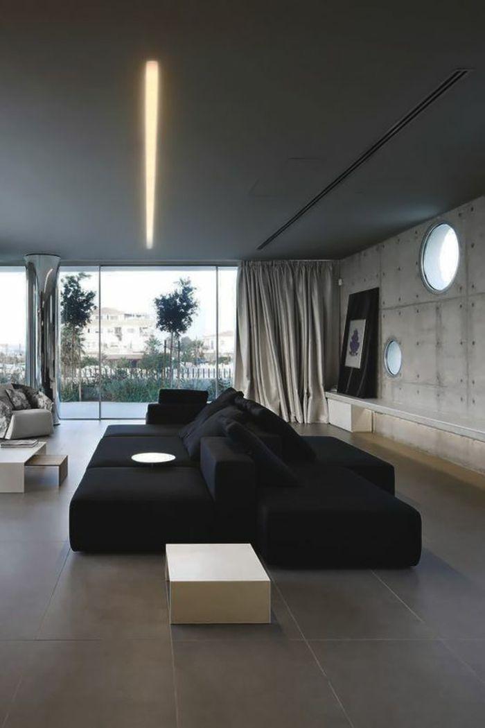 casa-minimalista-sofa-negro-grande-ventanas-francesas-tonos-grises - casas minimalistas