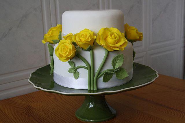 Rosas Amarelas by PAULA CHAMMAS, via Flickr
