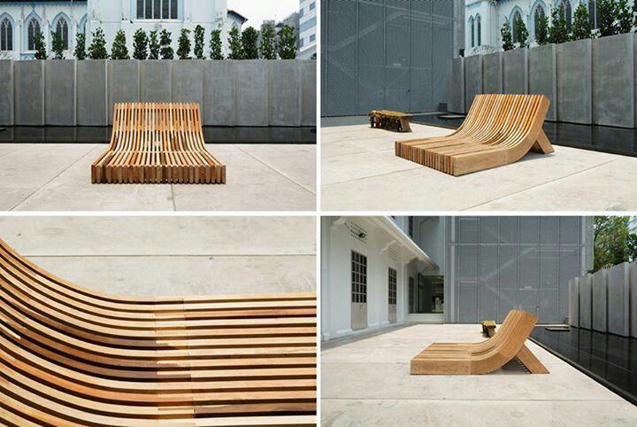 AménagementDenis.com vous présente ouvre d'art contemporain. Chaise extérieur de bois.