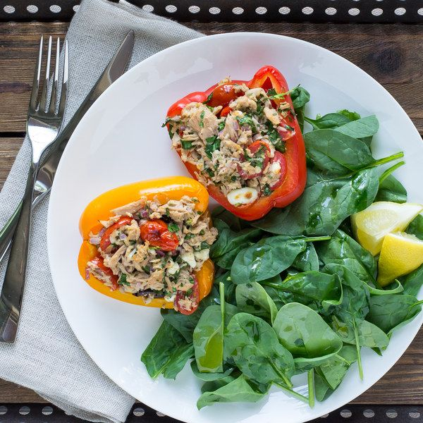 Mediterranean Tuna Stuffed Bell Peppers with Baby Spinach Salad #stuffedbellpeppers