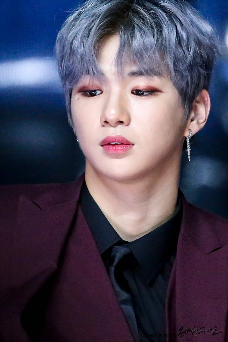 These Male K Pop Idols Aren T Afraid To Rock A Little Extra Blush Eye Shadow Or Lipstick And We Are Living For Their Looks Daniel Kpop Idol Idol
