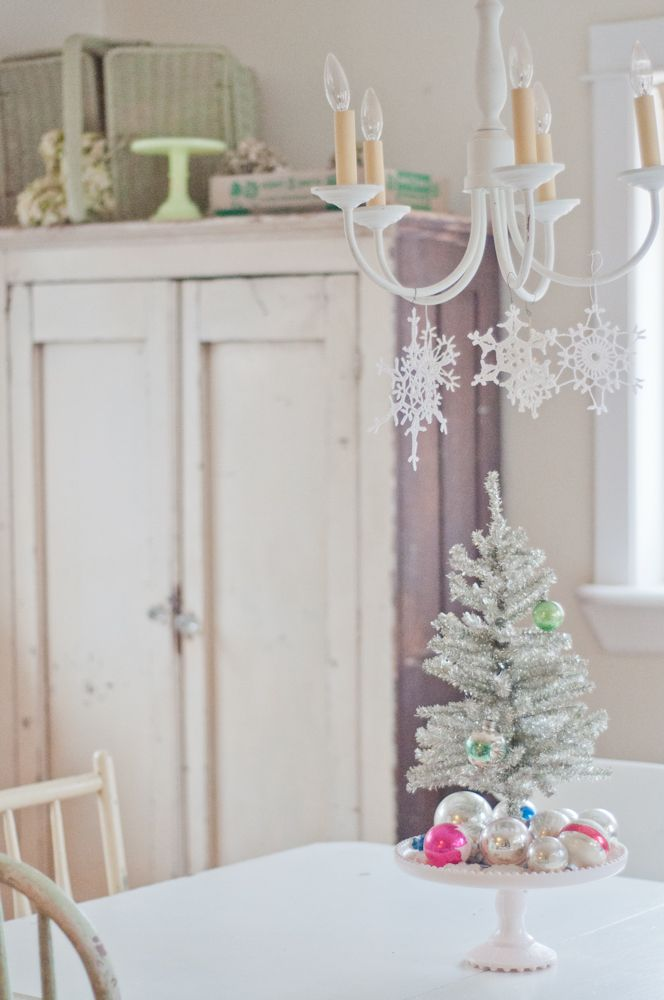 @ Vintage Whites Blog: Vanessa's Vintage Christmas - hang snowflakes from a chandelier