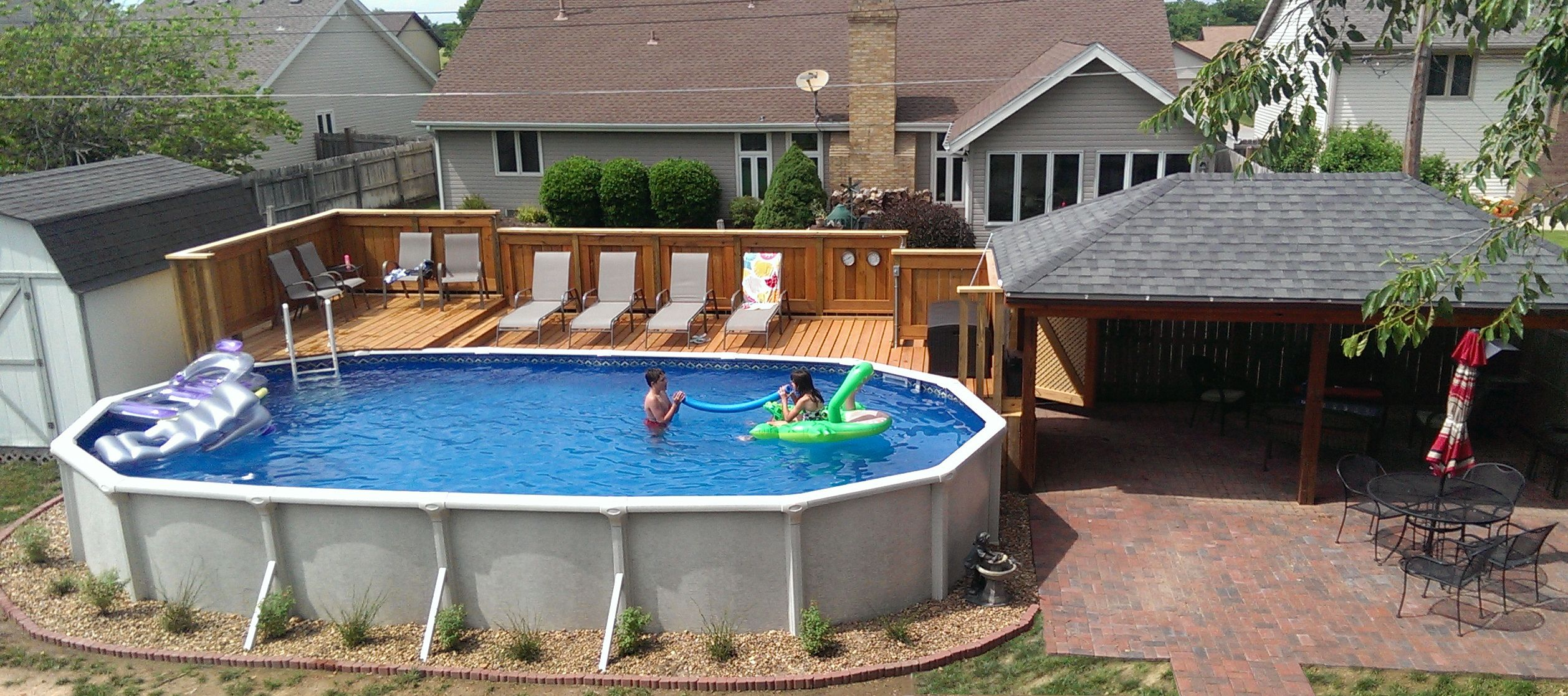 Comfortable pool with vinyl liners for above ground pool for Wood pool deck design