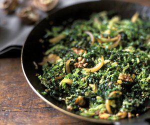 Wirsing-Zwiebel-Pfanne mit Walnüssen #vegetariandish