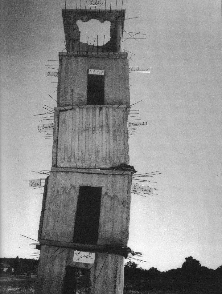 De wankele torens van Anselm Kiefer, gebouwd op La Ribaute, een verlaten industrieterrein van 35 hectare in het Franse Barjac, dat hij heeft omgetoverd tot zijn werkgebied /atelier.