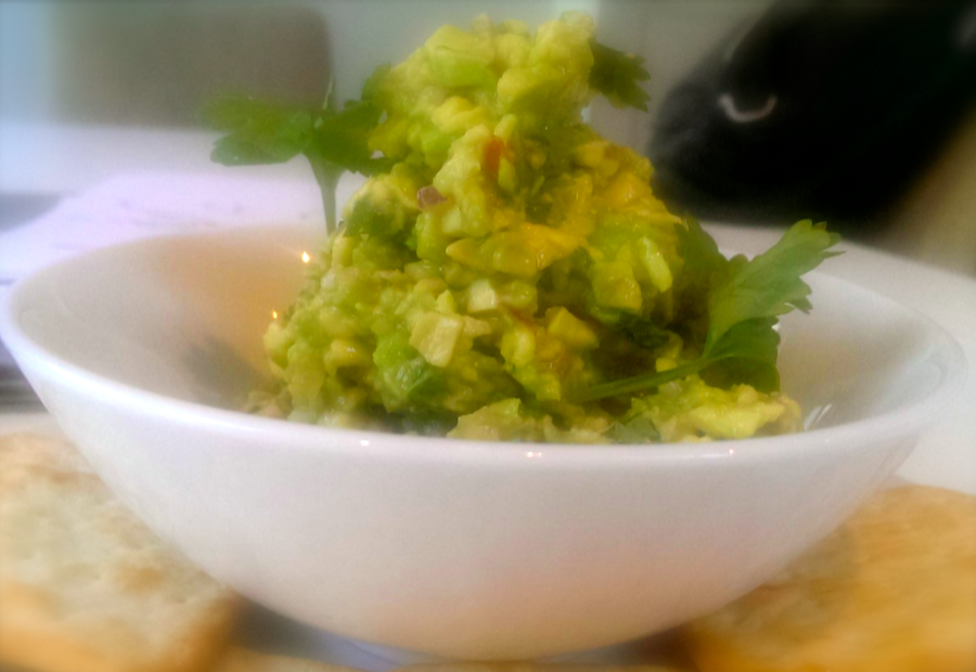 Don't Buy The Crap In Jar – THIS Is How You Make Killer Guacamole In Three Minutes