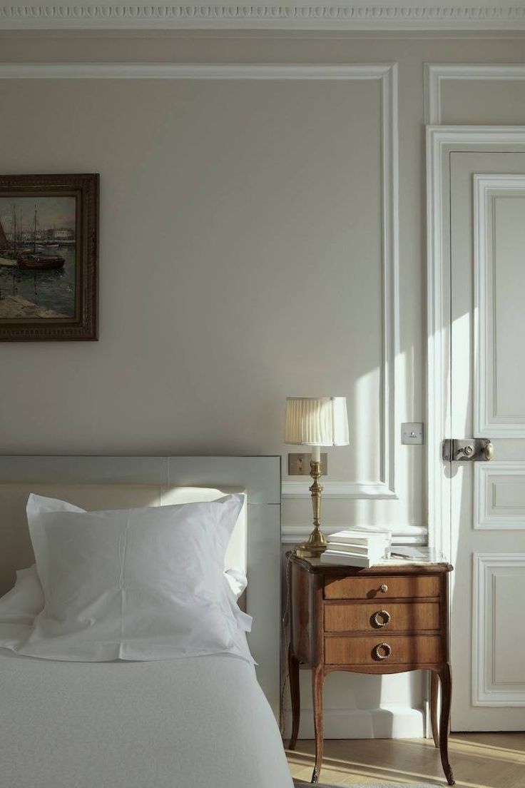 Nine Fabulous Benjamin Moore Warm Gray Paint Colors Pale Oak Is Pretty Soft Greige Love This Bedroom