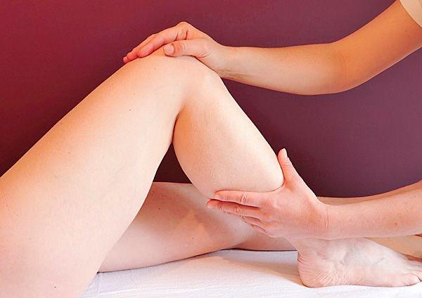 Piernas dolor con arqueadas espalda de