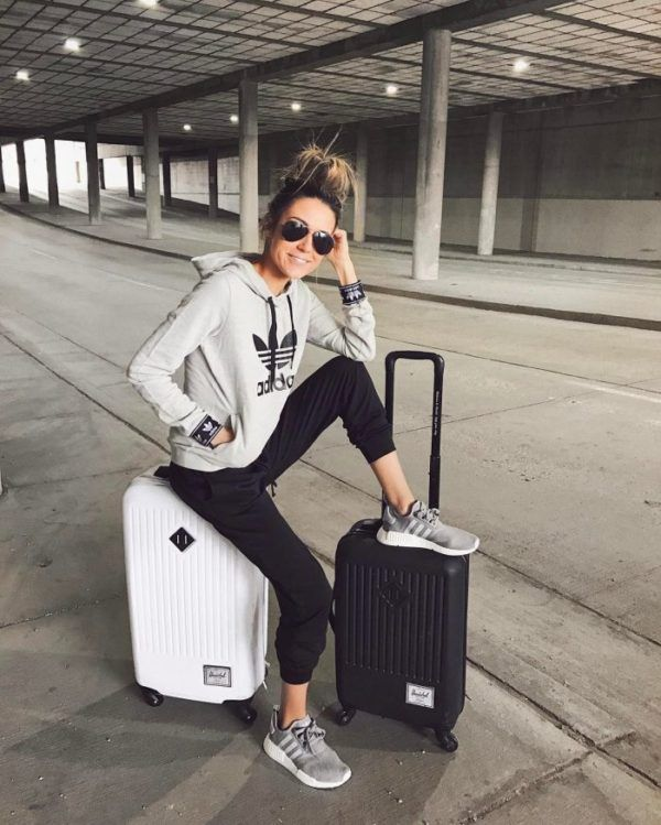 0a44c1300633c Travel Outfits Airport style  How To Look Fashionable During Travel ...