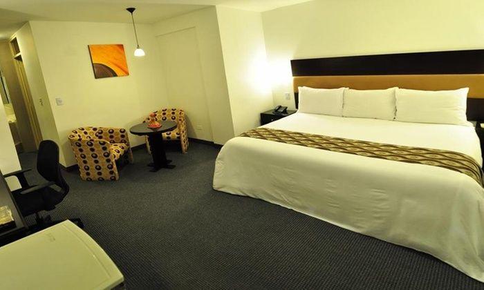 Hotel 4 estrellas ubicado a pasos de la Plaza de Armas que cuenta con piscina, gimnasio, sauna, tina de hidromasajes y business center