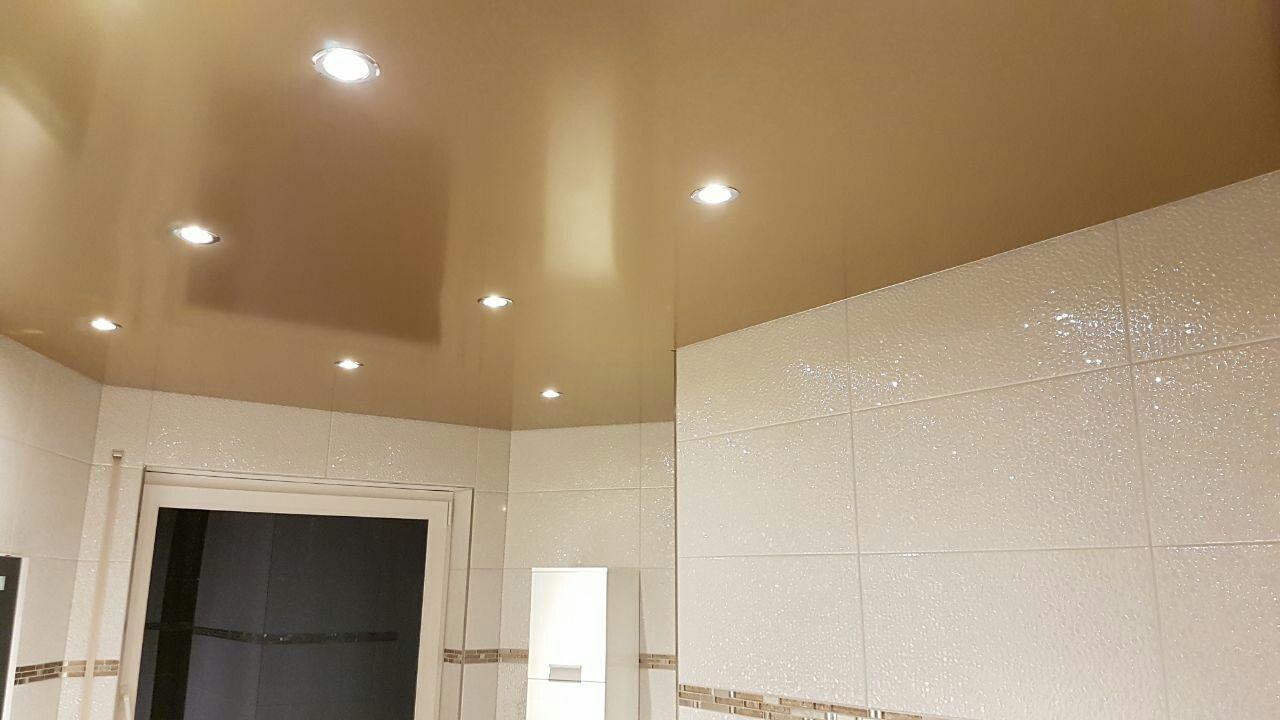 Eine Spanndecke In Gold Mit Einbaustrahler Mal Was Besonderes Badezimmer Innendesign Fliesen Spanndecken Decke Einbaustrahler