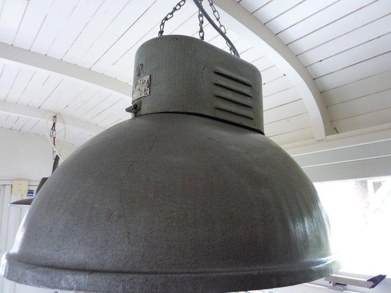 Oude Industriele Lampen : Oude fabriekslamp industriËle lampen goldiebrocante vintage