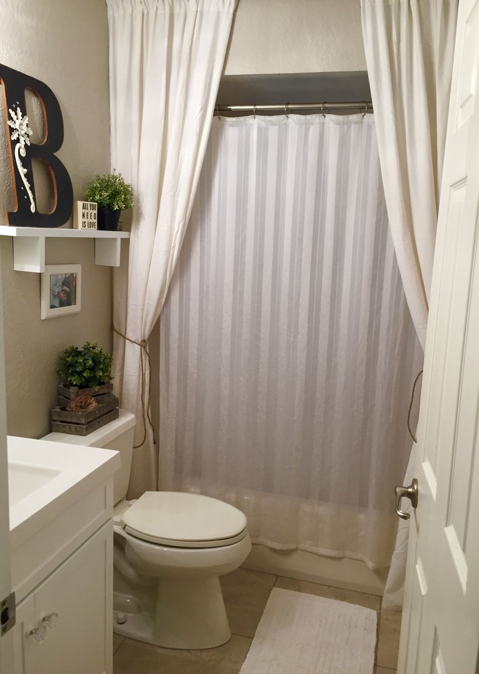Pin By Tee Bee On Home With Images Bathroom Decor Apartment