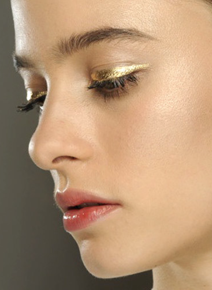 Holiday Forecast: You Need to Try a Metallic Eye #goldeyeliner