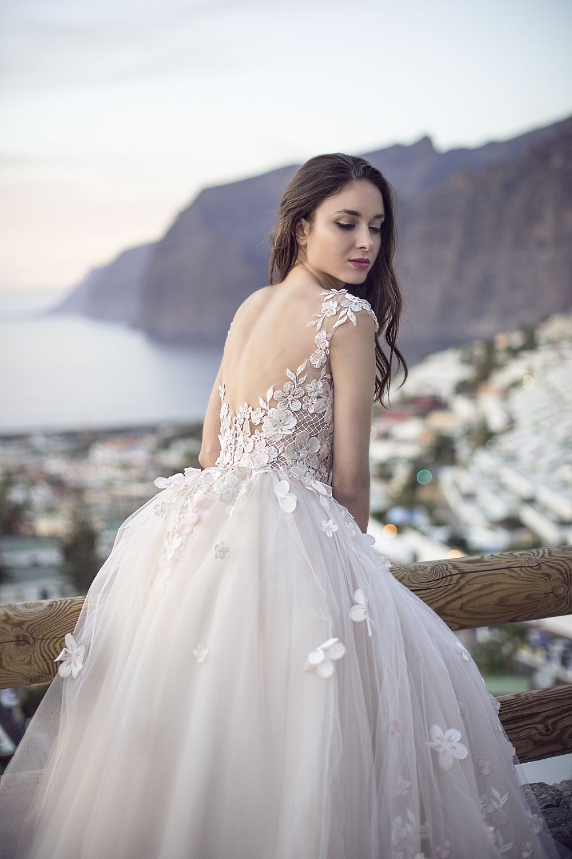 8064ec432962b Robe de mariée princesse dos nu - Oksana Mukha Paris
