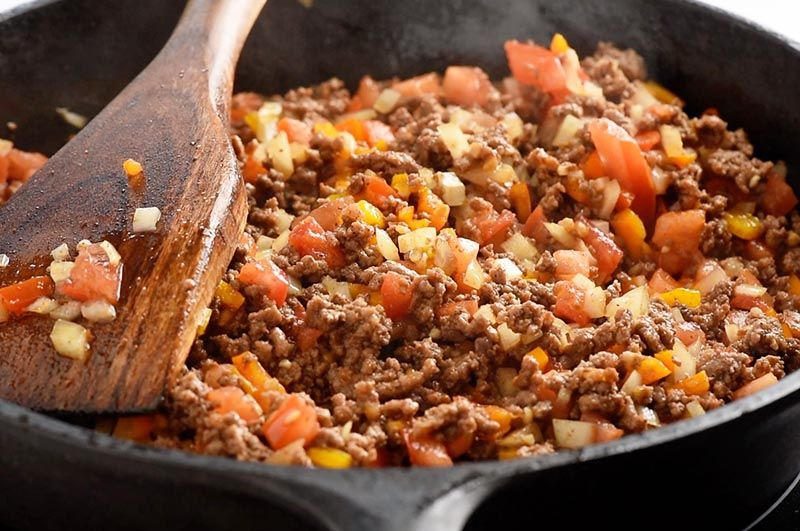 Add seasoning, onion, peppers, and tomatoes to ground beef and cook for the best homemade tacos in the world! #groundbeeftacos
