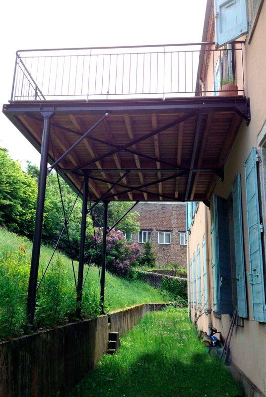 Terrasses en métal (acier) et bois, robustes, fonctionnelles et